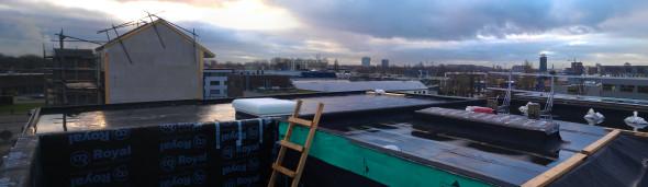 voorgrond: dak van Jasper en Sanne, daarachter van Sara en Gerbrand
