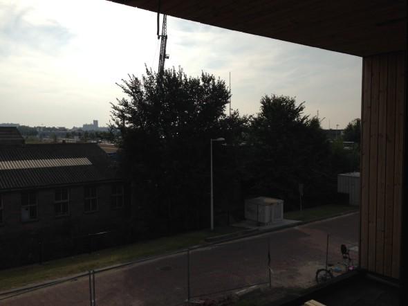 Uitzicht vanaf het balkon op de woonetage